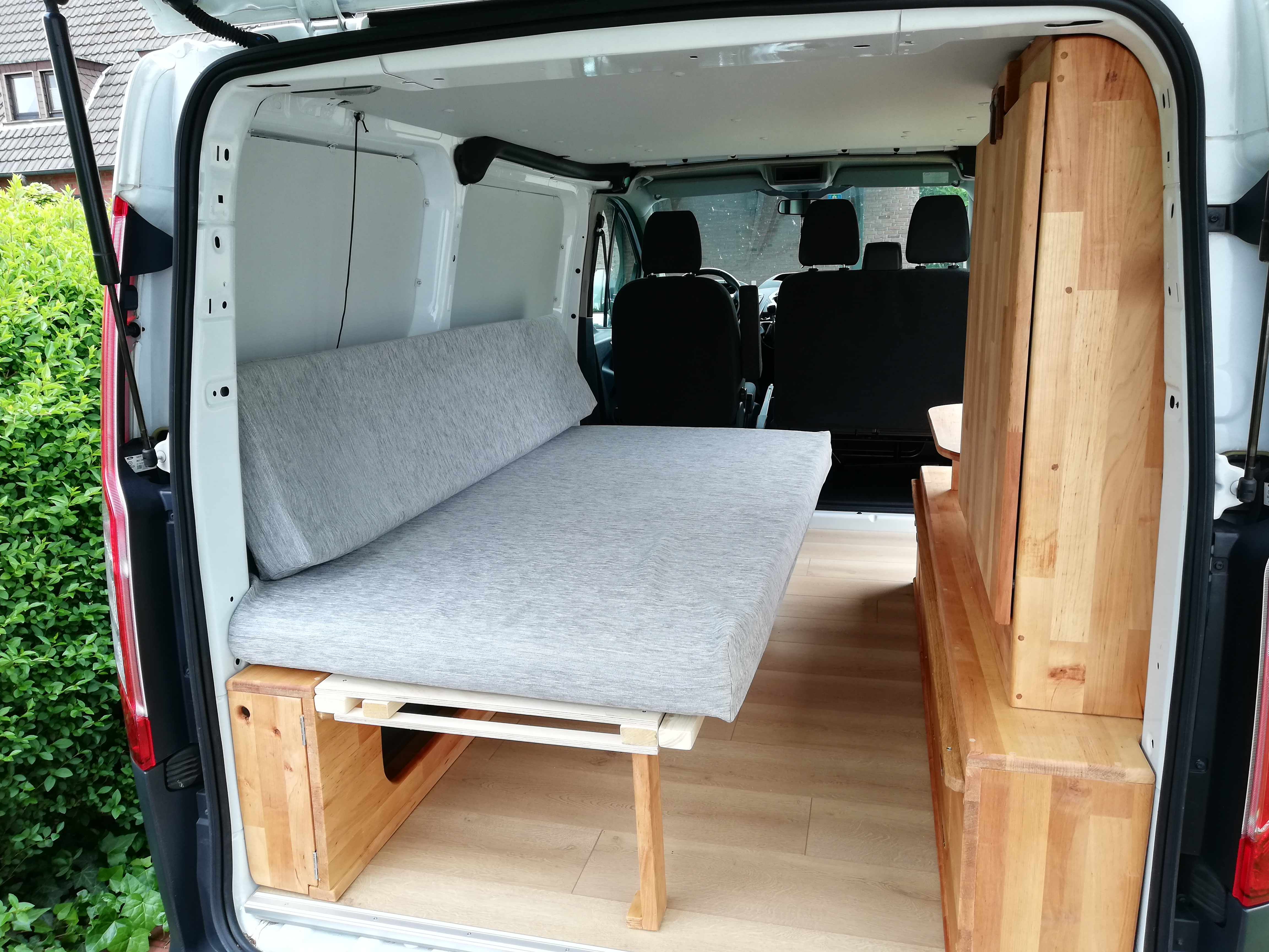 ford transit ktm umbau camping ausbau aus kleintransporter wird camper. Black Bedroom Furniture Sets. Home Design Ideas